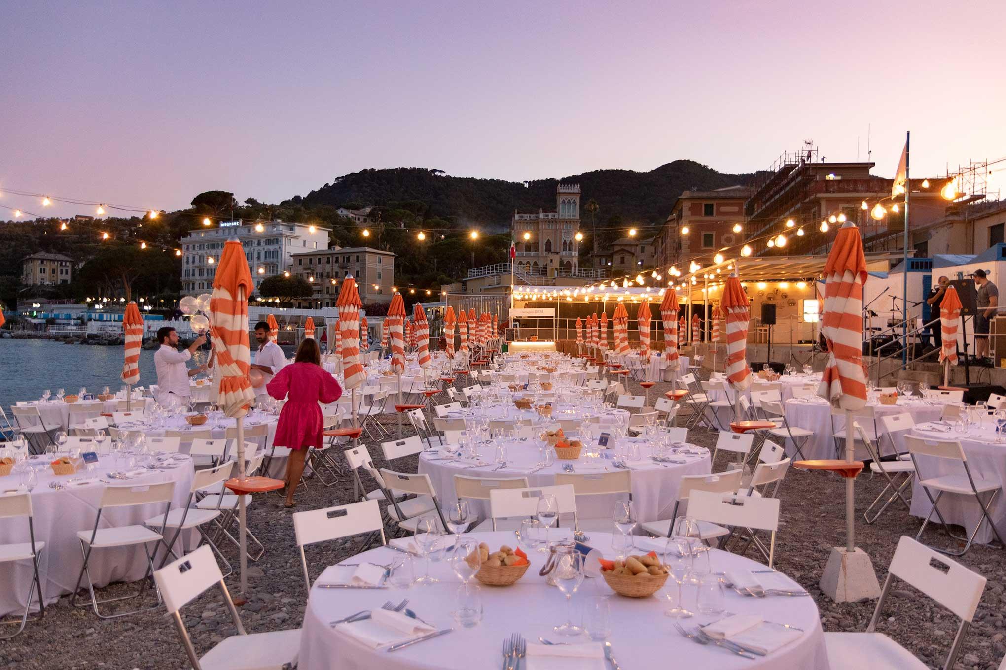 Allestimento cena spiaggia Bagni Sirena 2019