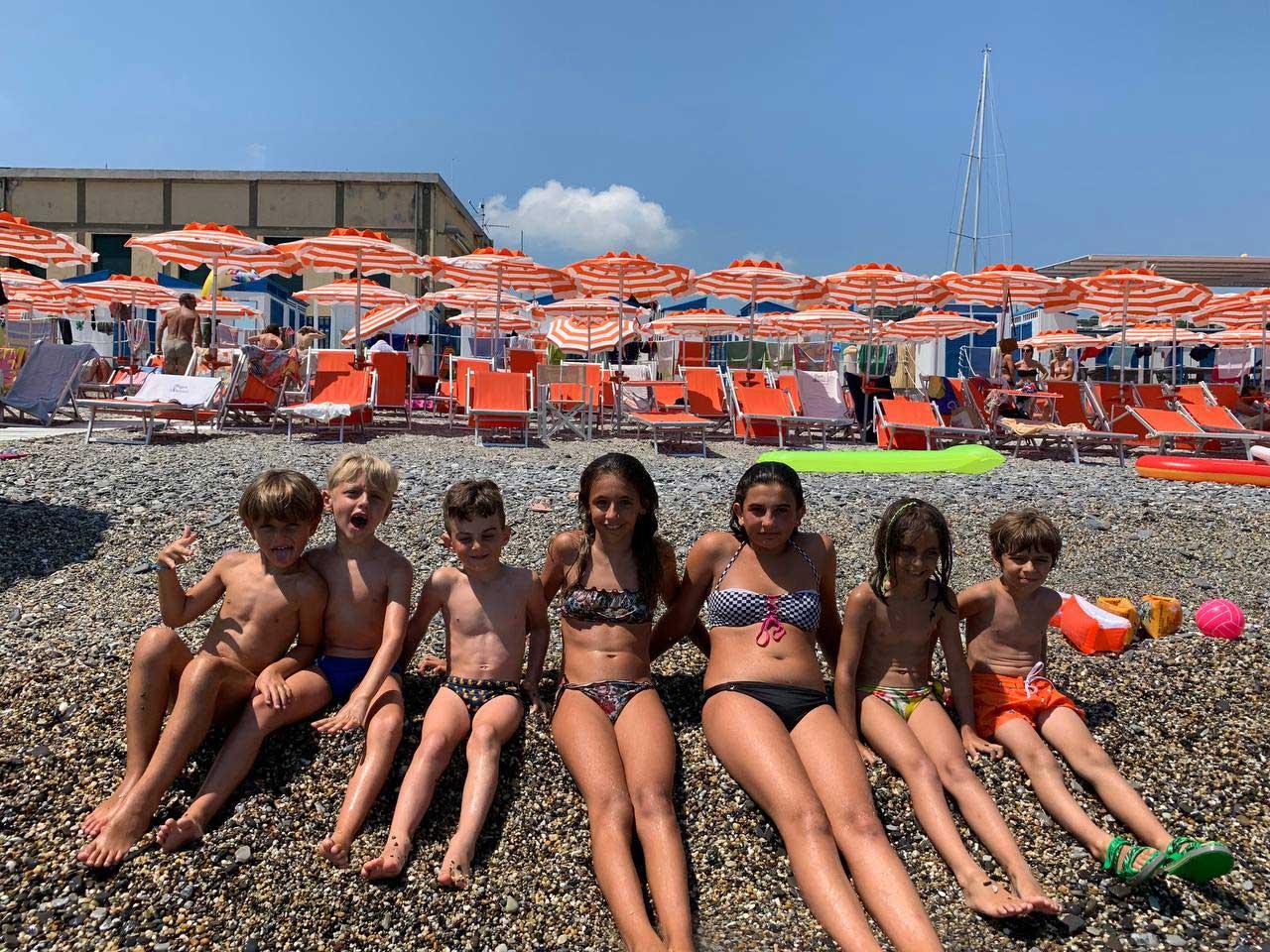 Bambini sul bagnasciuga - Bagni Sirena
